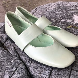 NWOT MEPHISTO leather light green shoes size 9